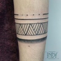 indyartwork indy artwork tattoo bracelet graphic blackwork tatouage paris tattooparis tattoofrance inked ink tattoedgirls bodyart band strap