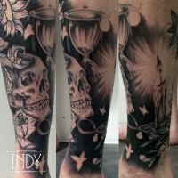 tattoo paris france french hourglass rose leaves feuilles bougie candle tatouage indy art work artwork indyartwork indy-artwork vanités crane skull butterflies papillon bulles bubbles fleurs tournesol, olivier sud sablier