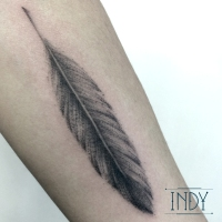 indyartwork indy artwork paris france tatouage tattoo plume feather dots shading armtattoo bodyart