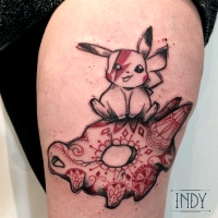 tat tattoo tatouage paris france PACA Cannes nimes tattooist tatoueur tatoueuse ink inker artist flash dermographie art indy artwork indy-artwork geek pokemon pikachu skeleton osselait pattern motif flowers bowie david fun ziggy stardust graphic drawing cuisse thigh dot dots dotwork dotworker