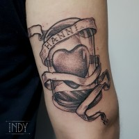 tattoo tatouage tatuaje paris france tatoueuse tatoueur graphic dot dotwork dots dotworker blackbork gravure black art bodyart cloche vanity vanité coeur heart banderole famille family