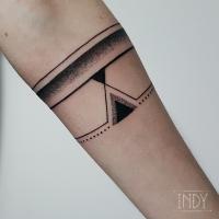 tattoo tatouage tatuaje paris france tatoueuse tatoueur graphic dot dotwork dots dotworker blackbork gravure black art bodyart bracelet bijou geometric geometry perfect ligne line