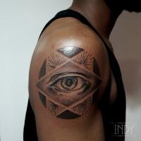 tat tattoo tatouage paris france tattooist tatoueur tatoueuse art bodyart ink inked dot dotwork graphic inker dotworker artist eye oeil étoile star watching you big confrerie illuminati brother