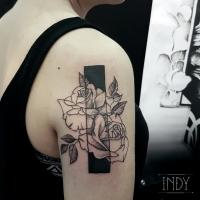 tat tattoo tatouage paris france tattooist tatoueur tatoueuse art bodyart ink inked dot dotwork graphic inker dotworker artist roses flowers fleurs negatif black geometric