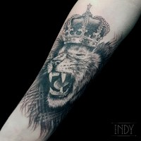 tat tattoo tatouage paris france tattooist tatoueur tatoueuse art bodyart ink inked dot dotwork graphic inker dotworker artist lion king crown couronne pattern motifs geometric geométrique realistic réaliste head