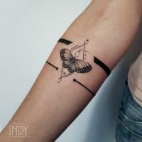 tat tattoo tatouage paris france tattooist tatoueur tatoueuse art bodyart ink inked dot dotwork graphic inker dotworker artist pattern motif symbol minimalist blackwork butterfly papillon bracelet forearm avant-bras