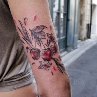 tat tattoo couleurs colours red rose tatouage paris cannes cote d'azur nice france tattooist tatoueur tatoueuse art bodyart ink inked dot dotwork graphic inker dotworker artist pattern motif symbole salon tattooshop blackwork sur mesure triceps bras arriere arm back cerise cherries cherry blossom tree flowers leaves feuilles fleurs bourgeons fruits red