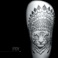 tat tattoo tatouage paris france tattooist tatoueur tatoueuse art bodyart ink inked dot dotwork graphic inker dotworker artist pattern motif symbol minimalist blackwork tigre tiger cuisse thigh indian indien amerindien north america plumes feathers coiffe