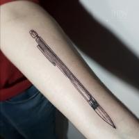 tat tattoo tatouage paris france tattooist tatoueur tatoueuse art bodyart ink inked dot dotwork graphic inker dotworker artist pattern motif symbol minimalist blackwork pencil crayon criterium crayon bic